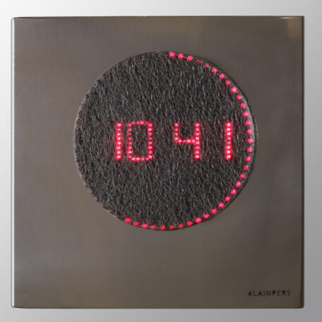 Horloge miroir rouge-HD