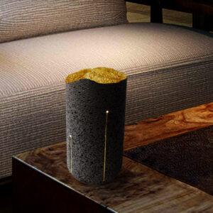 Totem lumineux en pierre de lave et feuille d'or Jaune Alainpers